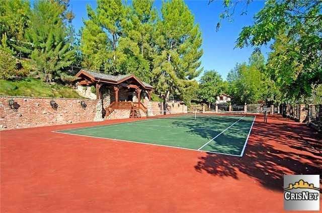 drake-tennis-court