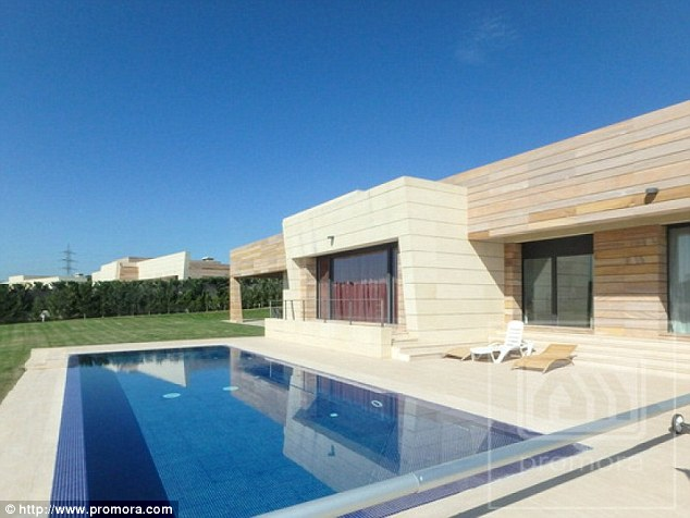 Cristiano ronaldo s house in madrid famous celebrity homes - Casa de cr7 en madrid ...