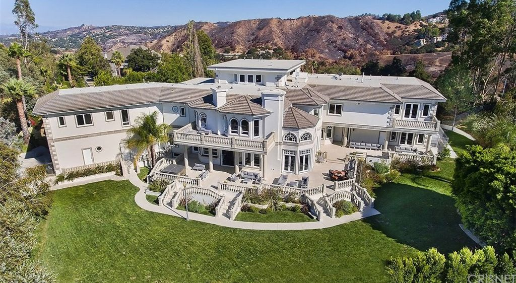 Jake Paul S New Team 10 House In Calabasas Famous