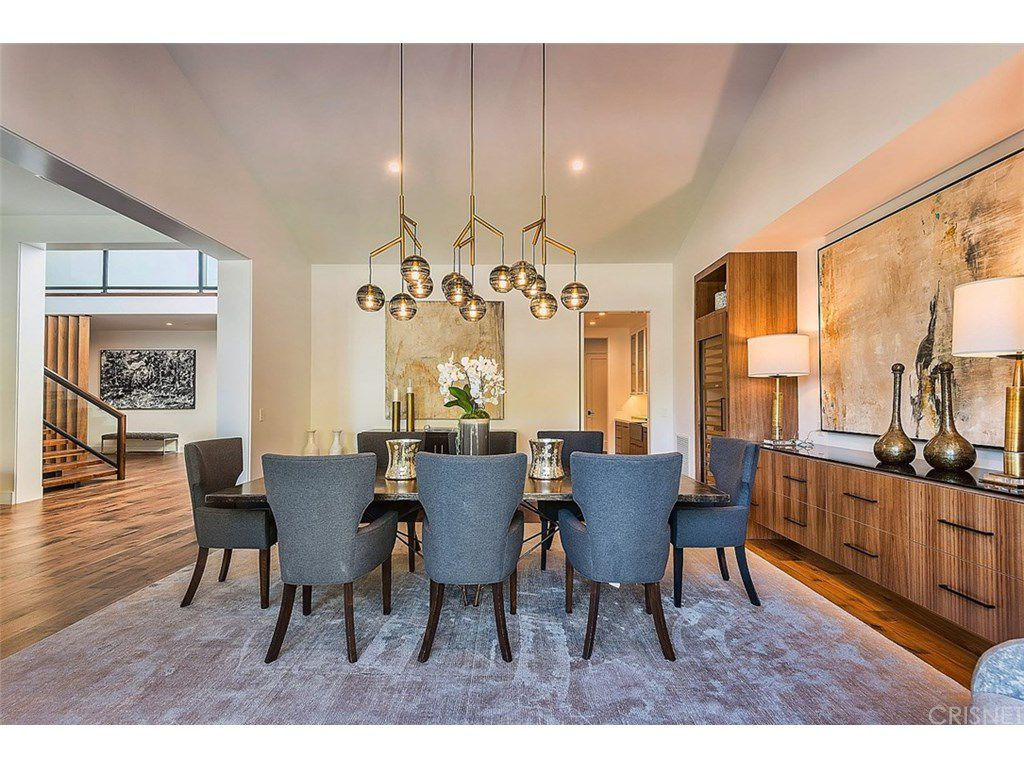 kris jenner 39 s new 9 9 million house in hidden hills. Black Bedroom Furniture Sets. Home Design Ideas